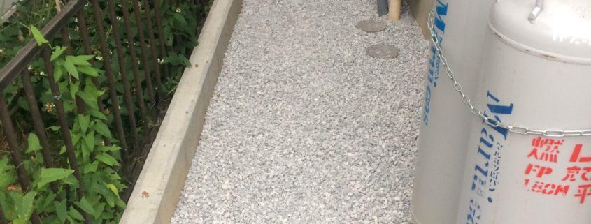 砂利敷き工事 雑草対策 春日部市 植木屋 造園業者 金子造園